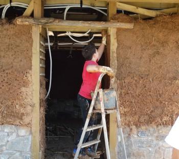 Κατασκευή τοιχοποιίας από στοιβαχτό πηλό