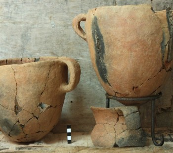 Rema Xydias: Handmade pottery from the apsidal building of Mycenaean Age