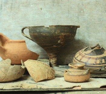Rema Xydias: Wheel made pottery and handmade cup from the apsidal building of Mycenaean Age