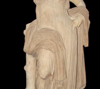 Η Αφροδίτη Υπολυμπιδία, από το ιερό της Ίσιδος, στο Μουσείο του Δίου