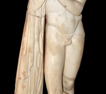 O Ποδαλείριος, γιος του Ασκληπιού, από τις μεγάλες θέρμες, στο Μουσείο του Δίου