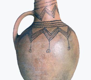 Treis Elies cemetery: Handmade matt-painted jug of Early Iron Age