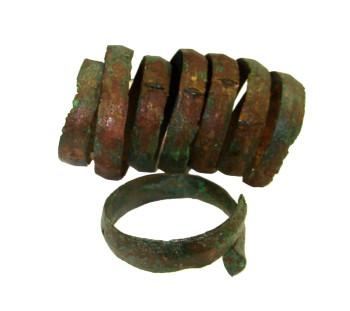 Νεκροταφεία τύμβων στην παραολύμπια χώρα Δίου: Χάλκινα βραχιόλια της Πρώιμης Εποχής Σιδήρου