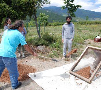 Προεργασία υλικών –κοσκίνισμα χώματος
